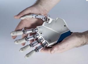 nowoczesna proteza dłoni