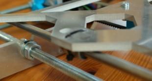 Połączenie podstawy oraz ramy drukarki 3d - drukarka 3d jak działa