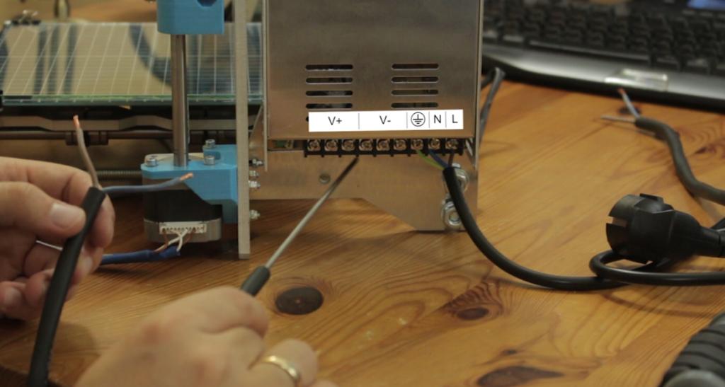 połączenie kabla do zasilacza drukarki 3d
