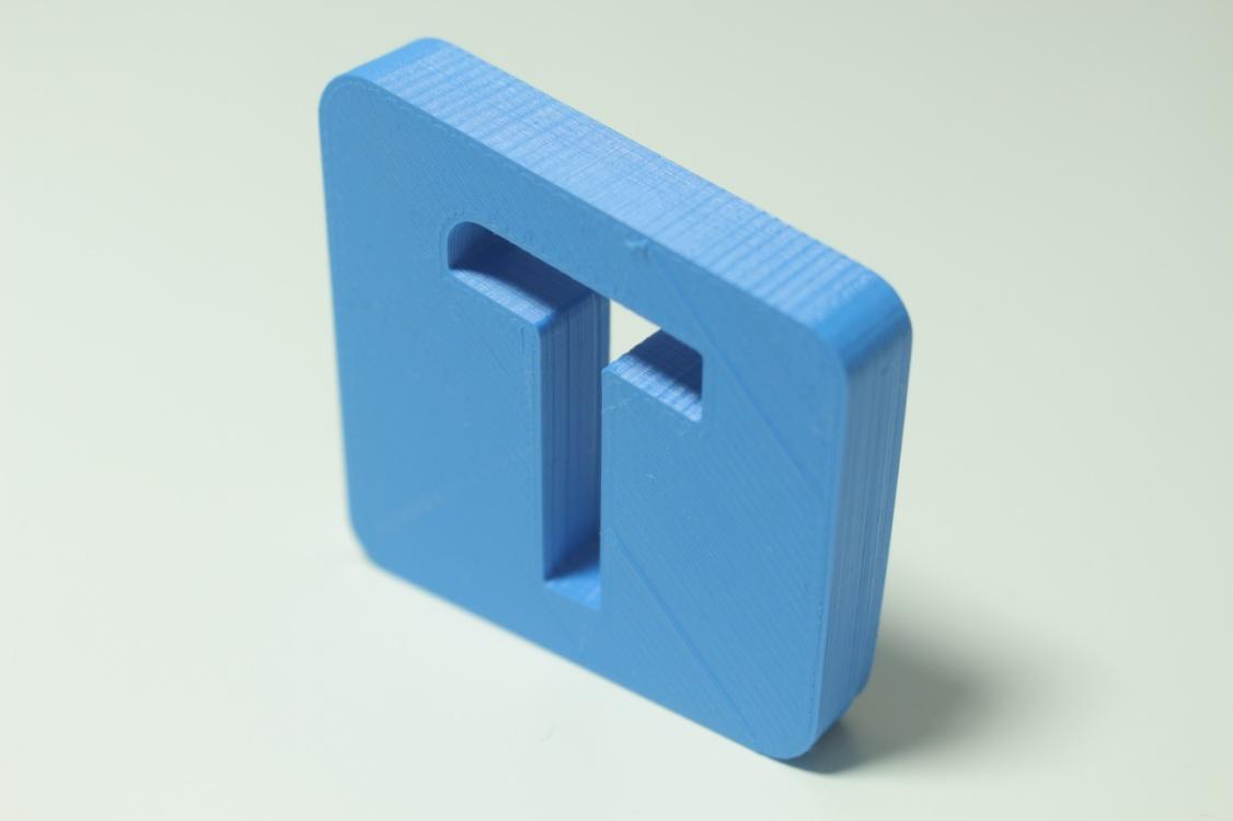 logo techtutor z drukarki 3d